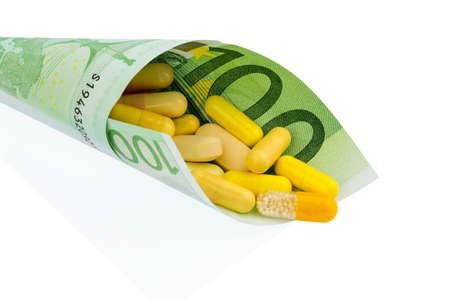 one hundred euro banknote: tabletas y cien billetes de euro foto simb�lica: el costo de la medicina y las drogas en la industria farmac�utica Foto de archivo