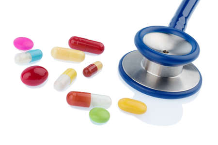interakcje: colorful tablets and a stethoscope, symbol photo for diagnostics, heart disease and interactions