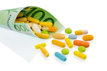 one hundred euro banknote: tabletas y un billete de cien euros la foto simb�lica: el costo de la medicina y los medicamentos en la industria farmac�utica