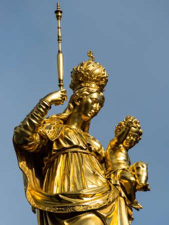Niemcy, Bawaria, Monachium, Marienplatz z St Mary s kolumny i Kościół Matki Bożej photo