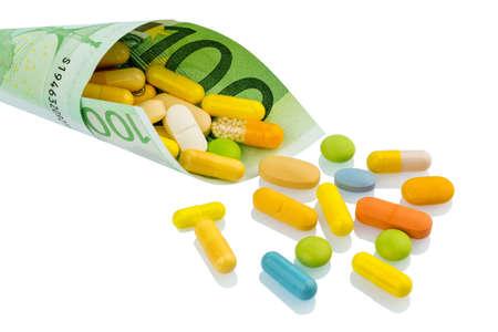 one hundred euro banknote: tabletas y billete de cien euros coste foto simb�lica de la medicina y los medicamentos de la industria farmac�utica