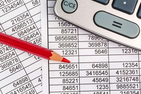 een rekenmachine, is een balans cijfers zijn de statistieken. foto icoon voor de omzet, winst en kosten. Stockfoto