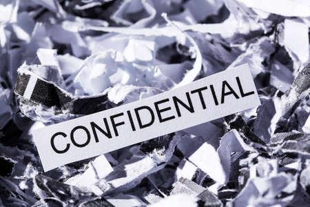 sigilo: papel picado com etiquetas confidenciais, s�mbolo foto para destrui��o de dados, sigilo banc�rio e sigilo