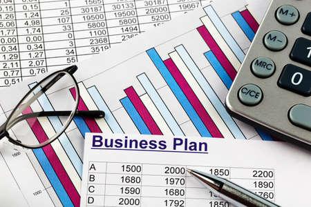 ein Businessplan für die Gründung eines Unternehmens. Ideen und Strategien für die Selbstständigkeit. Lizenzfreie Bilder