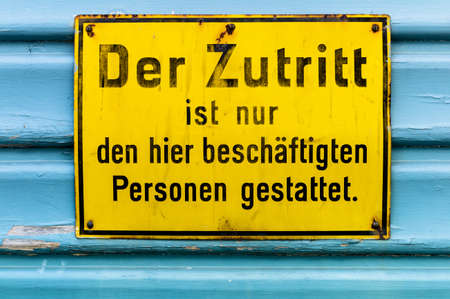 arbeitsrecht: the access to a building is only employed persons permitted.