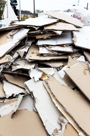 plasterboard: in a waste container store panels of plasterboard for their disposal Stock Photo