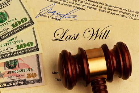 el testamento de una persona fallecida en Inglés. testamento y la herencia