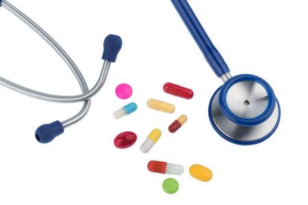 interakcje: kolorowe tabletki i stetoskop, symbolem zdjęcia do diagnostyki, choroby serca i interakcji