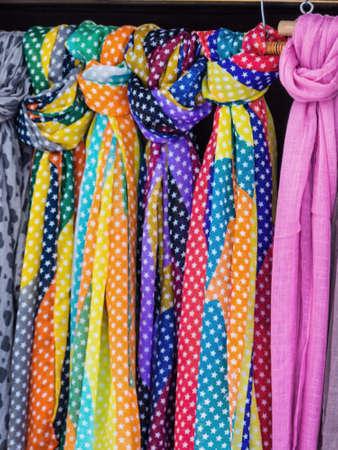 sciarpe: selezione di sciarpe, simbolo foto di modo delle donne, la selezione, la vendita
