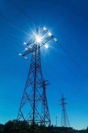 pyloon, symbolische foto voor de productie van energie en elektriciteit netwerk Stockfoto