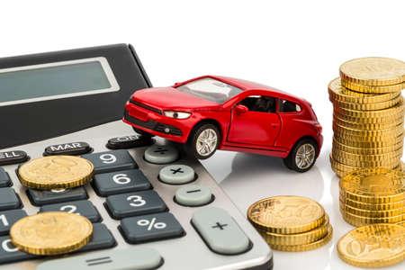 auto en rekenmachine. stijgende kosten voor het kopen van een auto, leasing, workshop, tanken en verzekeringen