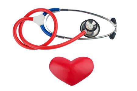 Stethoskop und ein Herz-Symbol Foto für das kardiovaskuläre Risiko und Herzinfarkt
