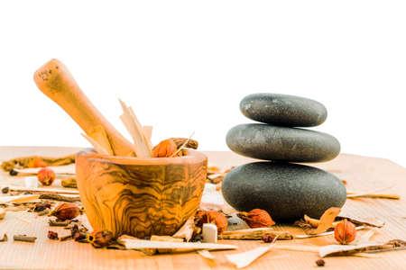 Zutaten für eine Tasse Tee in der traditionellen chinesischen Medizin. Heilung von Krankheiten, die durch alternative Verfahren.