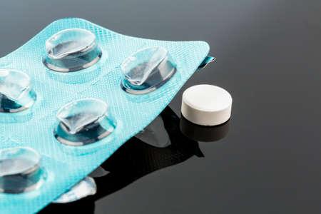 blister: tabletten in blisterverpakking, pictogram foto voor gezondheid, geneeskunde en pil verslaving