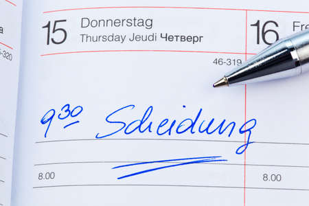a date is entered on a calendar: divorce Stock Photo