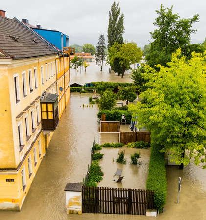 overspoelen 2013 Linz, Oostenrijk. inundatie en overstromingen.