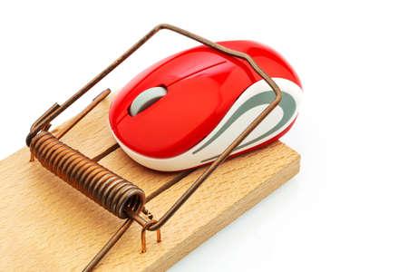 edv: il mouse di un computer in una trappola per topi. foto simbolo per i costi caso, il debito e tariffe di roaming.