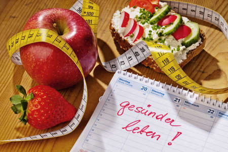 アップル、巻尺、野菜とパン、カレンダー。健康的な食事のための優れた分解能 写真素材
