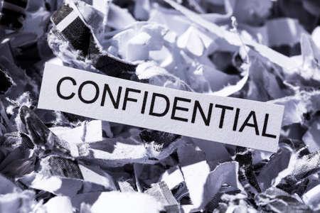 sigilo: peda�os de papel com o t�tulo confidencial, s�mbolo foto para destrui��o de dados, sigilo banc�rio e sigilo Banco de Imagens