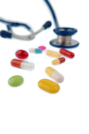 interakcje: colorful tablets and stethoscope, symbol photo for diagnostics, heart disease and interactions Zdjęcie Seryjne