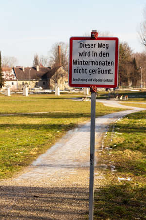 warns: a sign warns that the road in the winter months is not cleared
