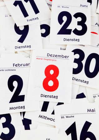 calendario diciembre: los días arrancadas de un calendario. más allá del final. Foto de archivo