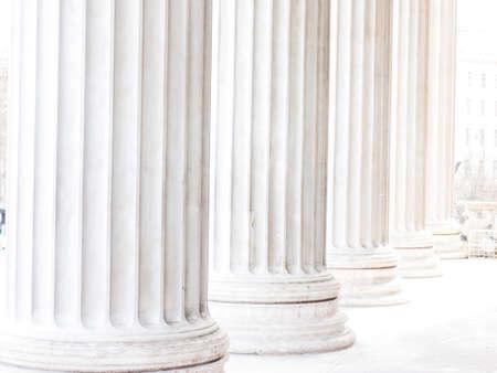 strong base: colonne del Parlamento di Vienna, foto simbolo di architettura, la stabilit�, la storia
