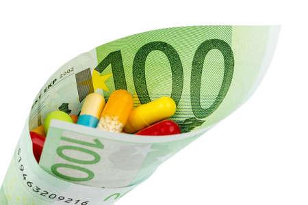 one hundred euro banknote: tabletas y ciento de billetes en euros foto s�mbolo de la medicina y los cargos por los medicamentos de la industria farmac�utica