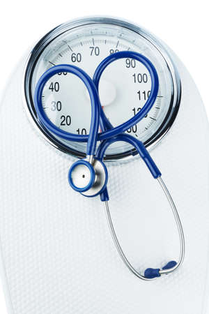 stethoscope and scale, symbolic photo for weight, diet and heart disease Standard-Bild