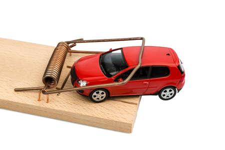 obligaciones: un coche en una ratonera, foto simb�lica de los gastos y pasivos de autom�viles Foto de archivo