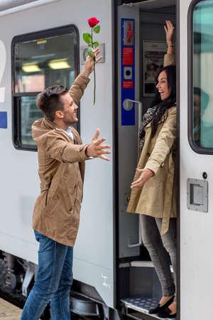 arrive: parr on arrival or verabschiedeung on a platform at a station