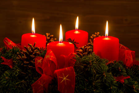 an advent wreath for christmas ensures romatinsche mood in the silent advent. Imagens - 34336357