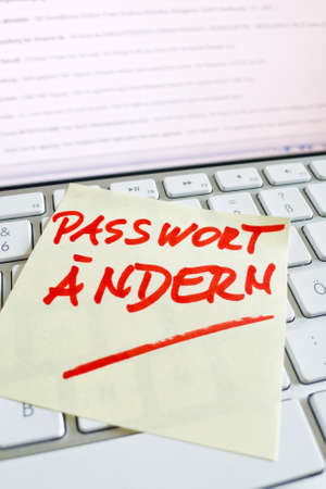 notieren: a memo is on the keyboard of a computer as a reminder change password