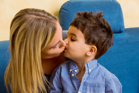 madre soltera: madre e hijo madre símbolo del amor, la felicidad, la armonía, cerca