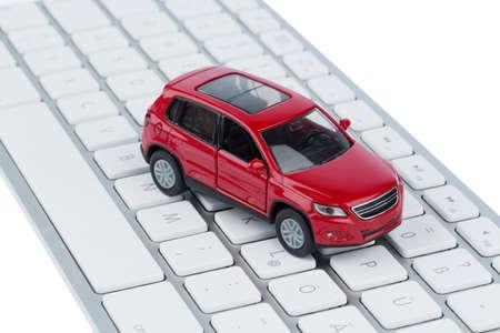 teclado: coche en el teclado foto s�mbolo de la compra del coche y el comercio de coches por internet
