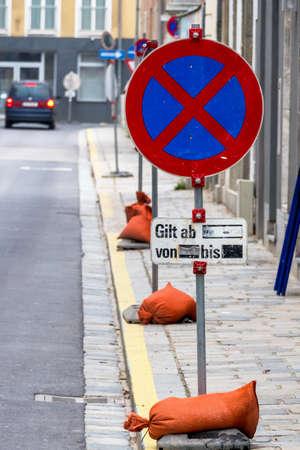 validez: parada absoluta símbolo prohibición para el tráfico, temporal,