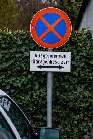 validez: Muestra de no propietarios de garaje de estacionamiento, s�mbolo de la prohibici�n, plaza de aparcamiento, para