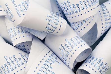 De strepen van een rekenmachine. symbolische foto voor kosten planning, kosten, winst en omzet Stockfoto - 37276834