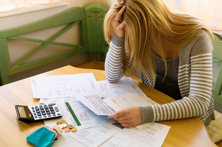 a woman with unpaid bills has many debts. unemployment and personal bankruptcy Stockfoto