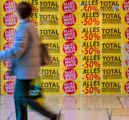 handover: total sales in a store. store is closed Stock Photo