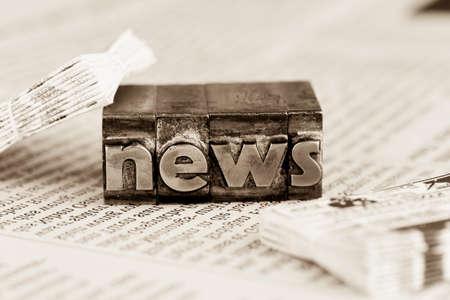La noticia de la palabra escrita con letras de plomo. icono de la foto para boletines, periódicos e información Foto de archivo - 37692941