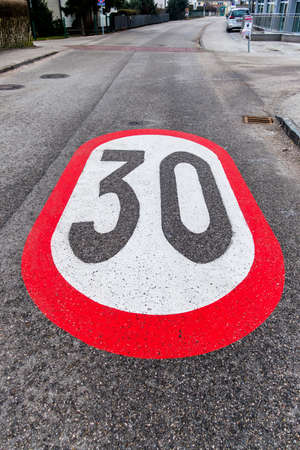 kph: traffic calming a geschwindikeitsbegrenzung was introduced. 30 kph zone in city traffic