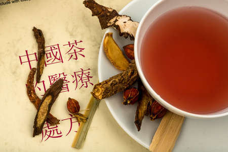 therapie: ingredients for a cup of tea in traditional chinese medicine.