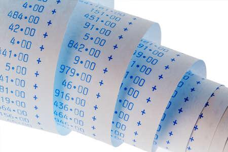 de computationele strepen van een rekenmachine op een witte achtergrond. symbolische foto voor het regelen, boekhouding, fiscaliteit en financiën
