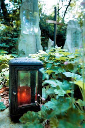tumbas: tumbas, olvidado, el recuerdo, la muerte y la impermanencia Foto de archivo