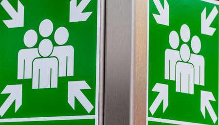 salidas de emergencia: colección de escape escudo, símbolo de emergencia, rescate, orientación