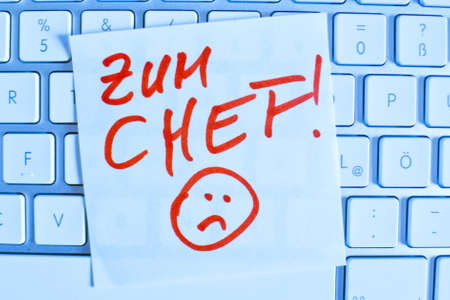dimissal: a memo is on the keyboard of a computer as a reminder: for chef Stock Photo