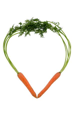 ein Herz aus biologischem Anbau Karotten gemacht. frisches Gemüse und Obst ist immer gesund. Symbolfoto für eine gesunde Ernährung.