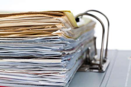 documentos: una carpeta con documentos y documentos. contratos de almacenamiento. Foto de archivo