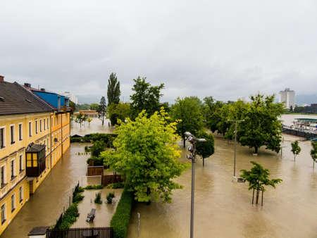 Overstromingen 2013. Linz, Oostenrijk. overstromingen en overstroming. Stockfoto - 39798671